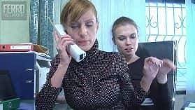 Русские офисные лесбиянки в чулках ублажают письки фистингом