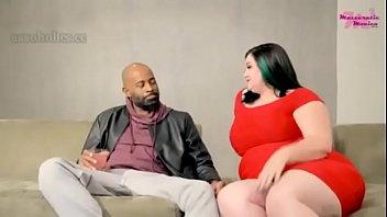 Толстая брюнетка с целлюлитной задницей охотно отлалась афроамериканцу