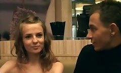 Пикаперы уговорили красивую русскую студентку на секс в туалете
