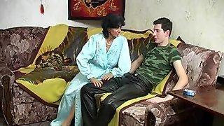 Секс русской мамы Марины с сыном Артемом